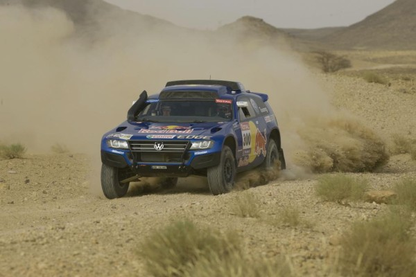 Volkswagen Race Touareg 3 startet bei Silk-Way-Rallye