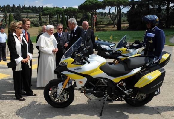 Zwei Ducati Multistrada 1200 für den Vatikan