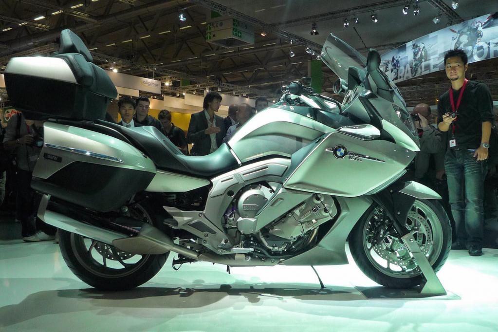Auch das Schwestermodell BMW K1600 GTL ist vor Ort ausgestellt.