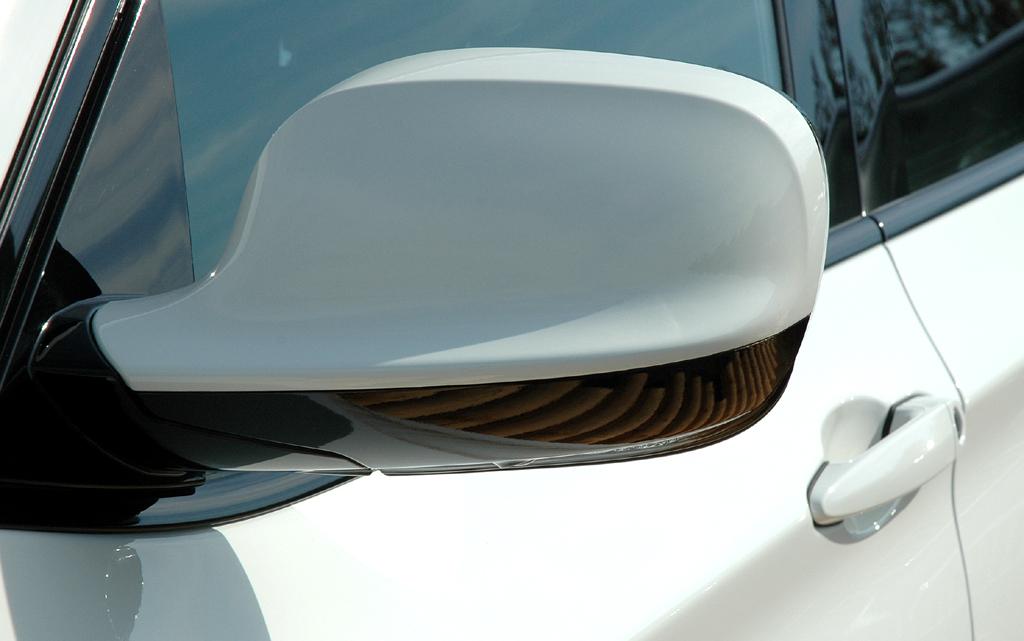 BMW X3: Blick auf den Außenspiegel auf der Fahrerseite.