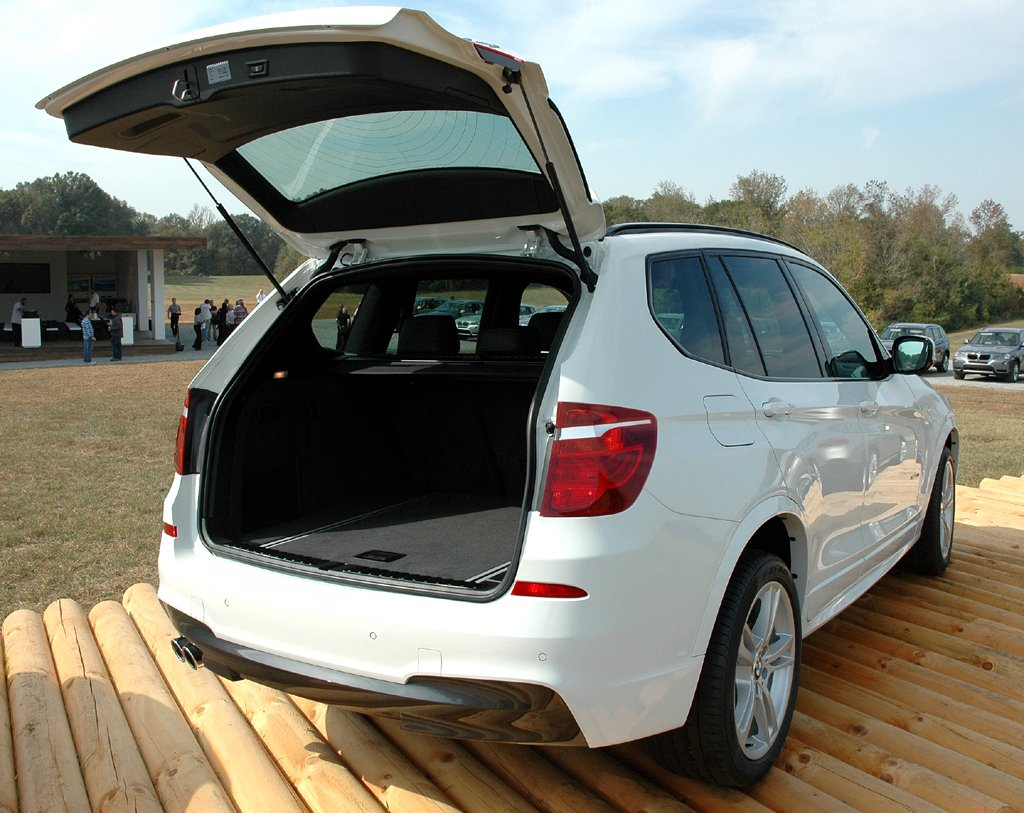 BMW X3: In den Kofferraum passen 550 bis 1600 Liter Gepäck hinein.