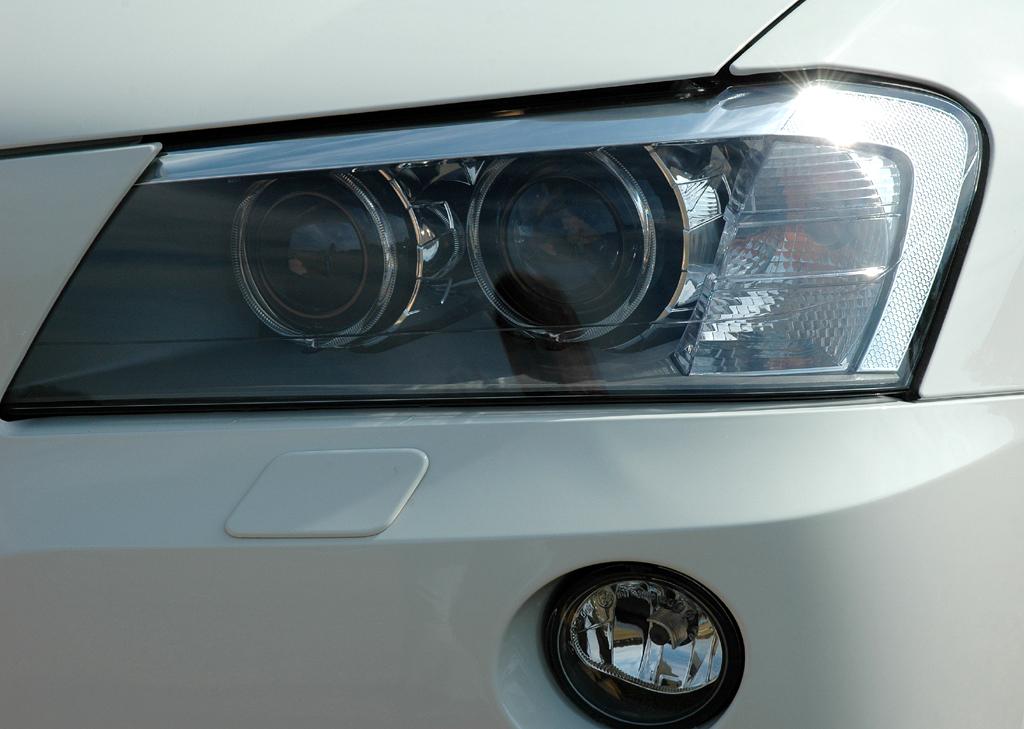 BMW X3: Moderne Leuchteinheit vorn.