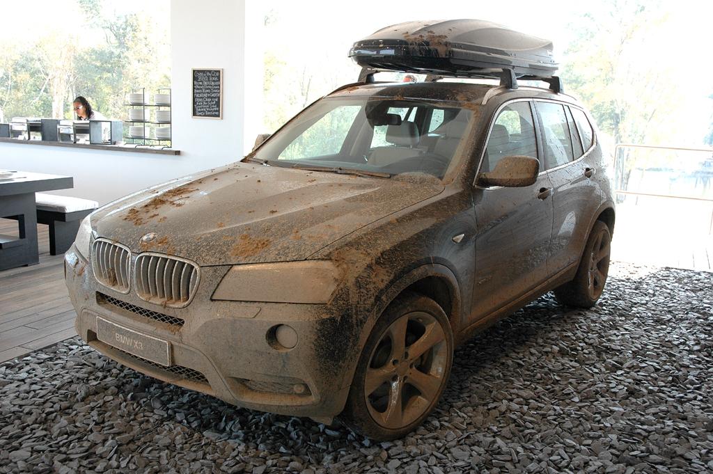 BMW X3: Wer sich im Gelände bewegt, darf ruhig mal schmutzig werden.