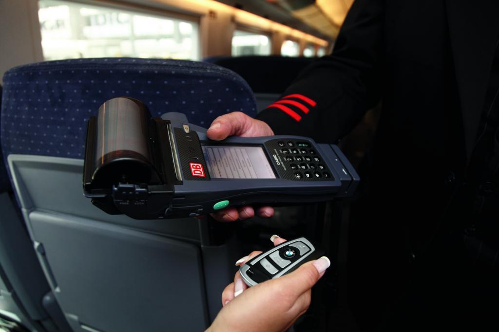 Bei der Bahn könnten Tickets ebenfalls mit dem Schlüssel bezahlt werden