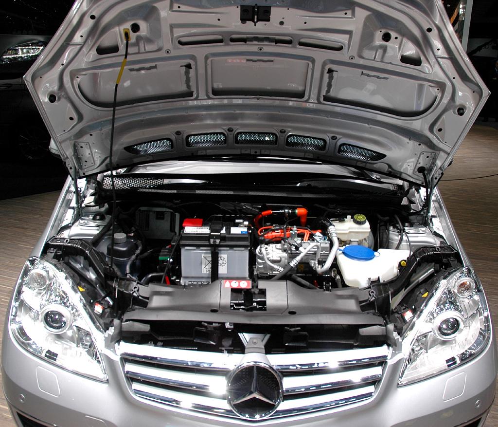 Blick unter die Motorhaube des A-Klasse-E-Cell-Fünfsitzers mit 95-PS-Elektromotor.