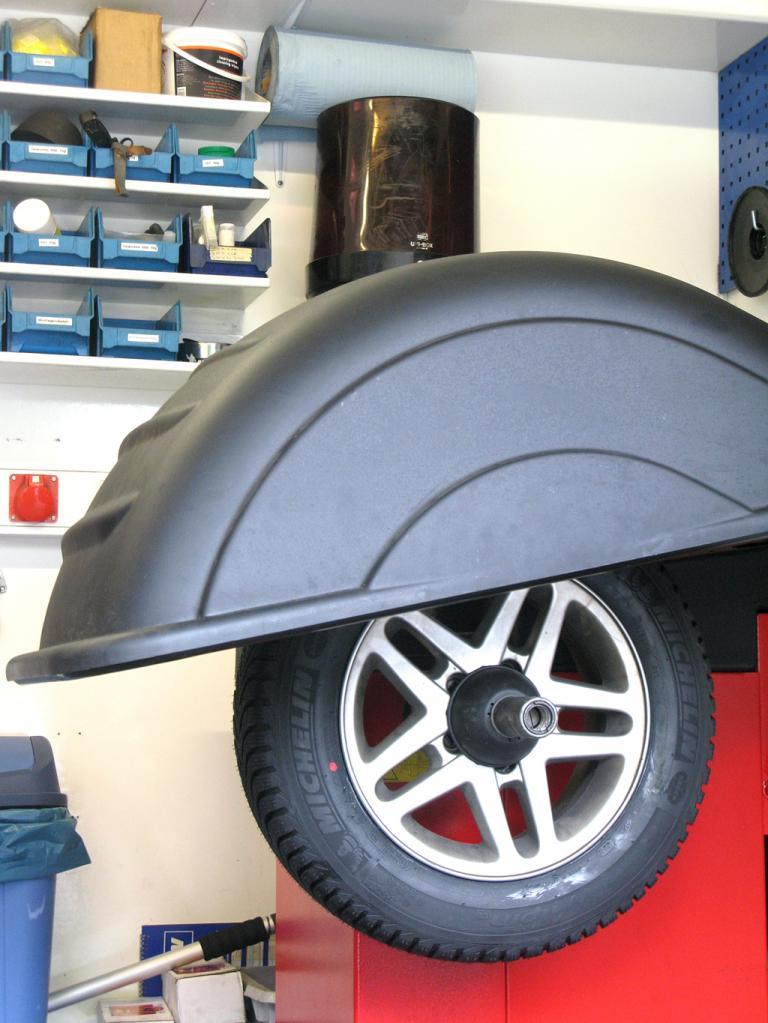 Das Auswuchten von Reifen erfordert spezielle Sicherheitsmaßnahmen.