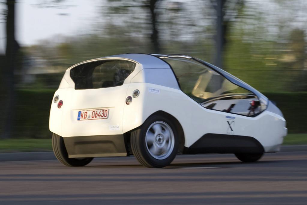 Das Elektrodreirad TW4XP bietet zwei Personen Platz und könnte 2012 in Serie gehen.