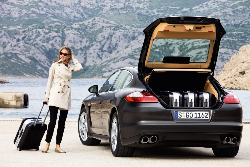 Das Kofferraumvolumen liegt auf dem Niveau einer Mittelklasselimousine.