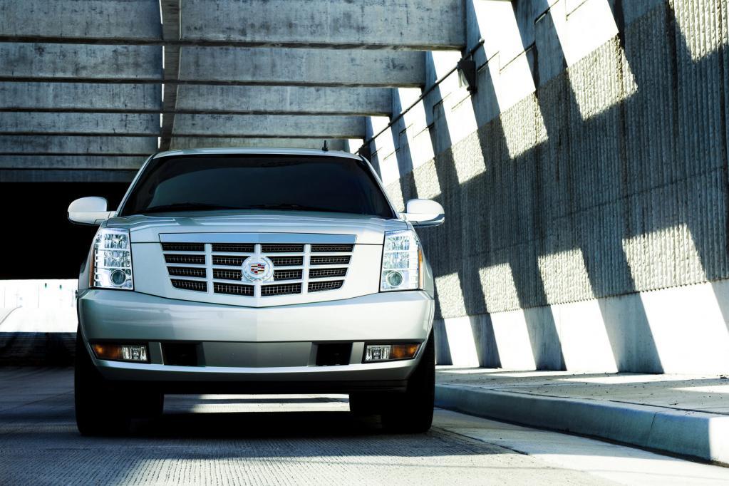 Der Cadillac Escalade spielt in einer Liga mit Porsche Cayenne, VW Touareg und BMW X6.