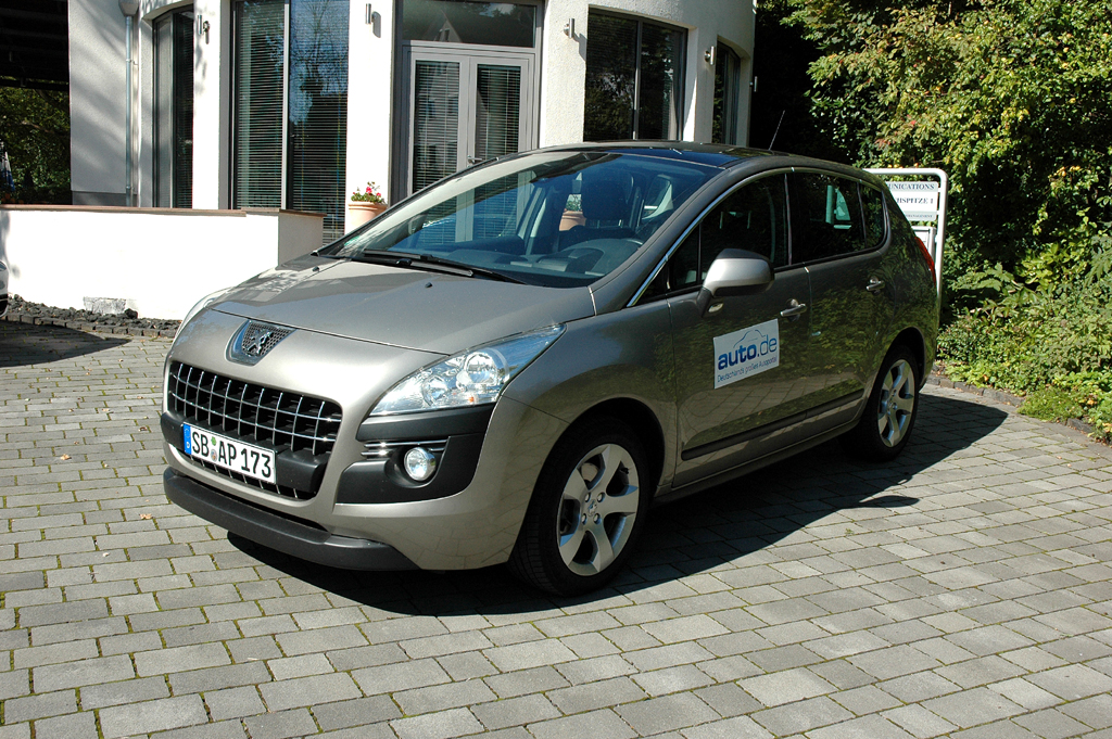 Der Peugeot 3008, hier als 150-PS-Diesel, fährt als Familienwagen vor.