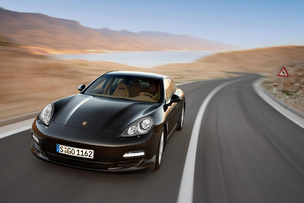 Der Porsche Panamera tritt unter anderem gegen Aston Martin Rapide, Maserati Quattroporte und die S-Klasse von Mercedes an.