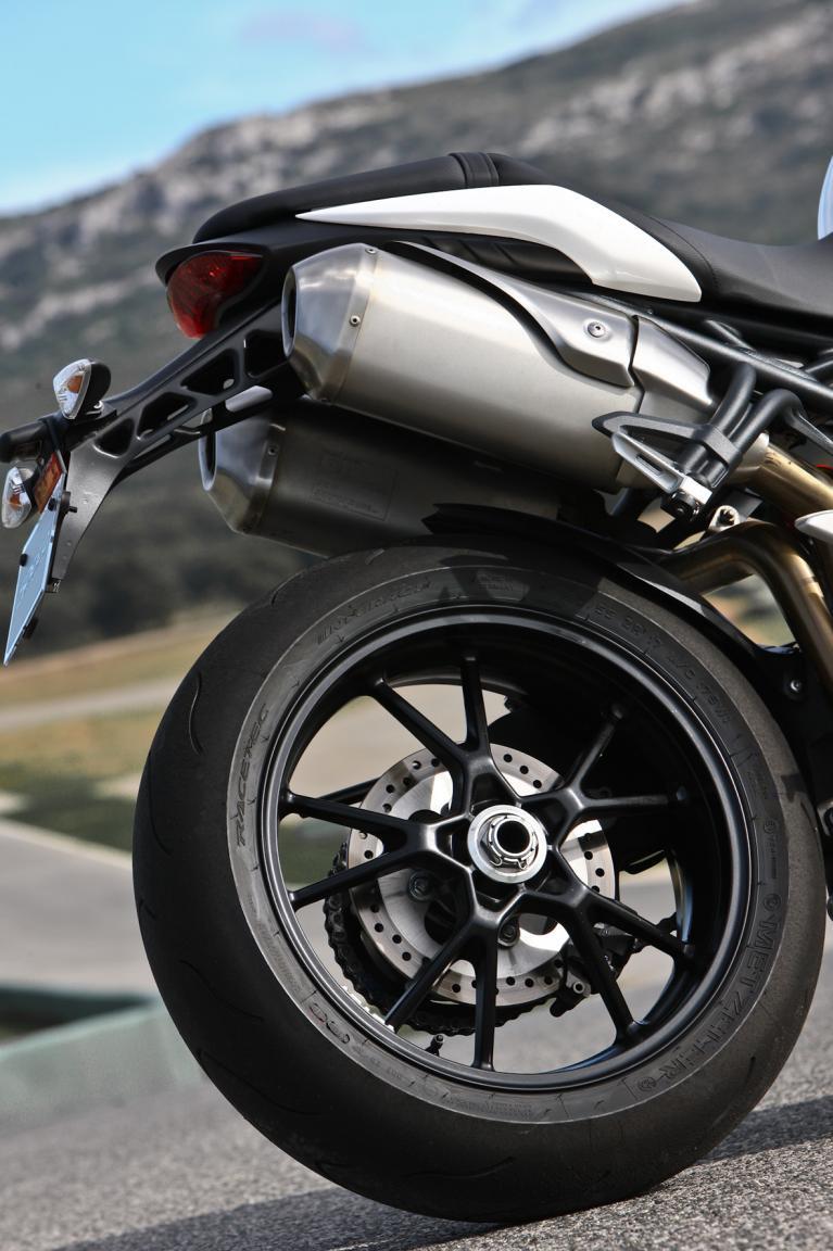 Die Reifen von Metzelder als Erstausrürster harmonieren gut mit dem Rest der Maschine.
