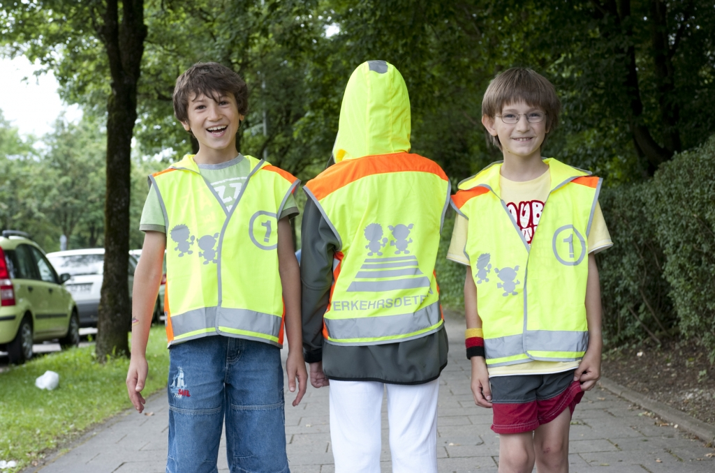 Die Westen kommen! - ADAC-Sicherheitswesten für Schulanfänger endlich in der Auslieferung