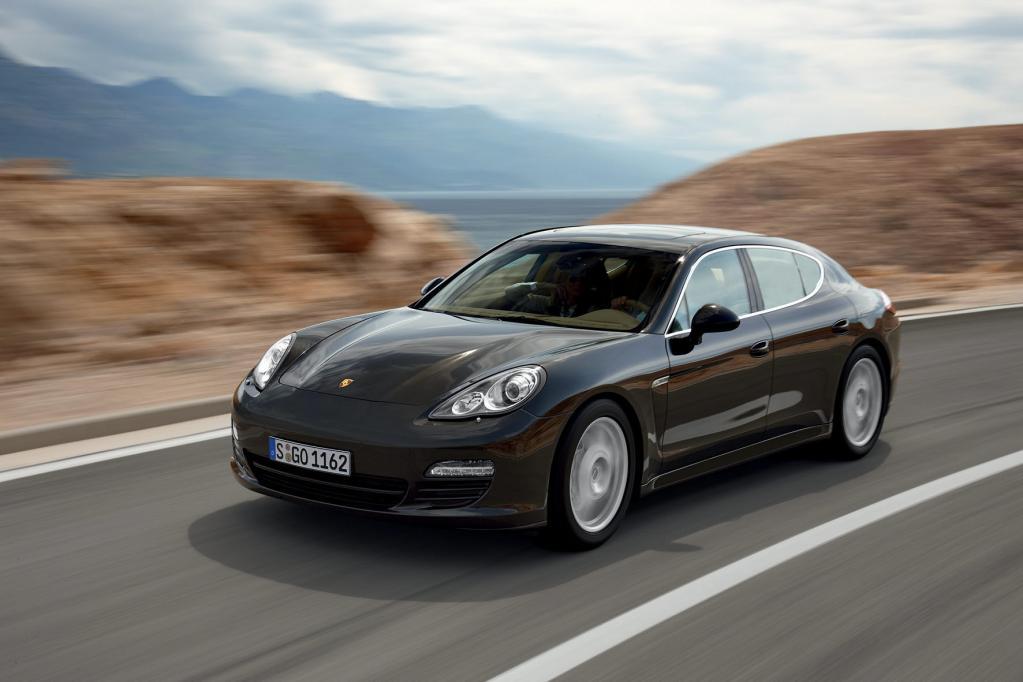 Durch die Start-Stopp-Automatik verbraucht der Porsche Panamera S rund 0,6 Liter weniger Kraftstoff auf 100 Kilometern.