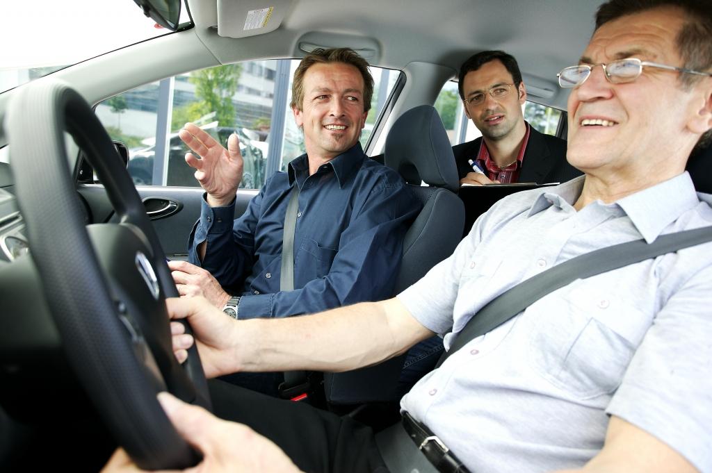 Erneute Führerscheinprüfung im Alter?, Bild: Tüv Süd