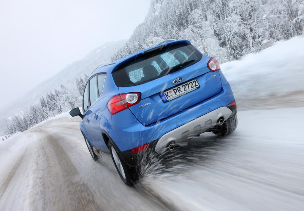 Fahren auf winterlichen Straßen erfordert eine angepasste Fahrweise.
