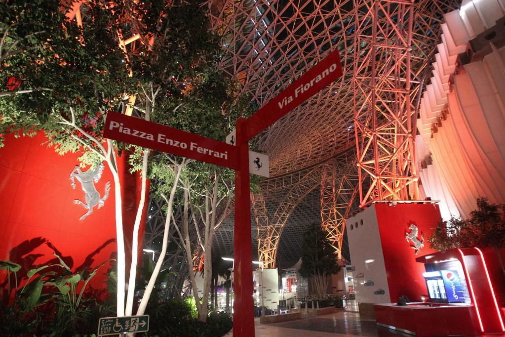 Ferrari eröffnet Themenpark in Abu Dhabi