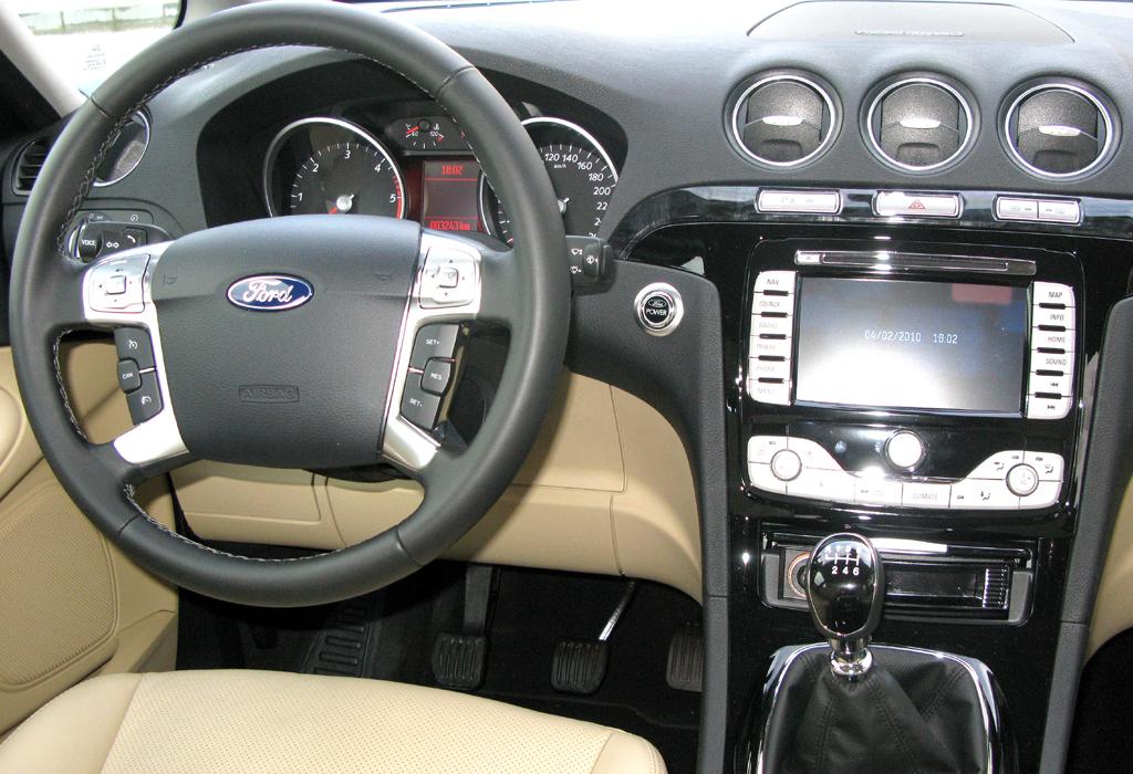 Ford aktuell: Blick auf den Arbeitsplatz des Galaxy-Fahrers.