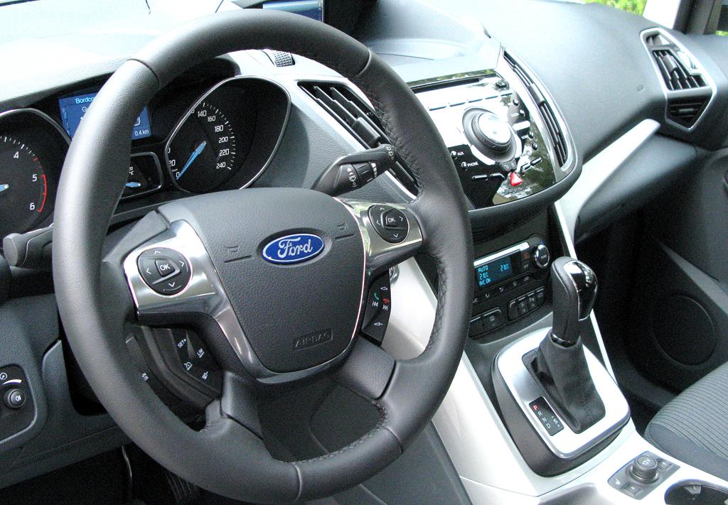 Ford aktuell: Blick ins Cockpit des Schiebetüren-Siebensitzers Grand-C-Max.