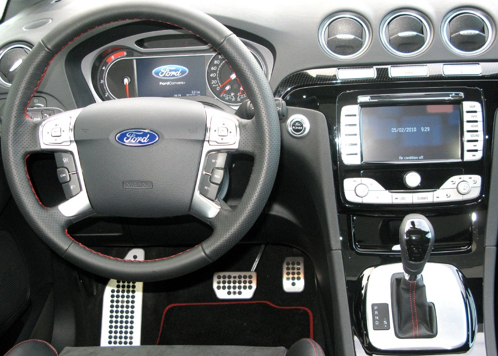 Ford aktuell: Blick ins S-Max-Cockpit.