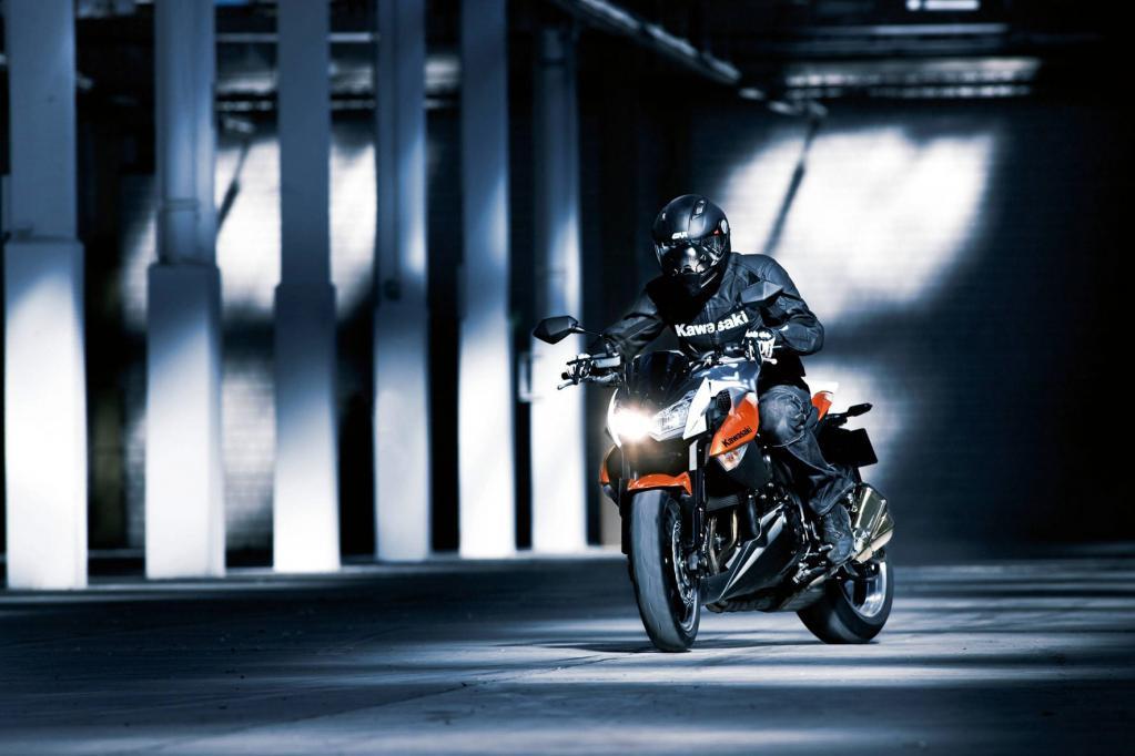 Kantig und scharf: Die Z 1000 von Kawasaki wird der Bezeichnung Streetfighter gerecht.