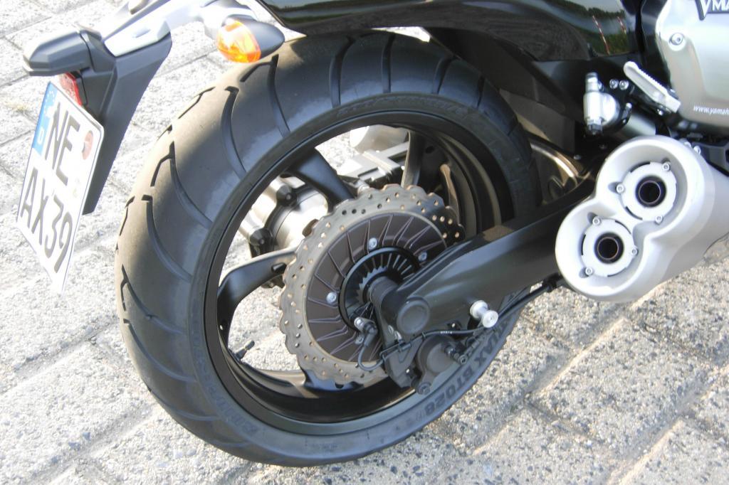 Kardanantrieb und Bremsscheibe am Hinterrad