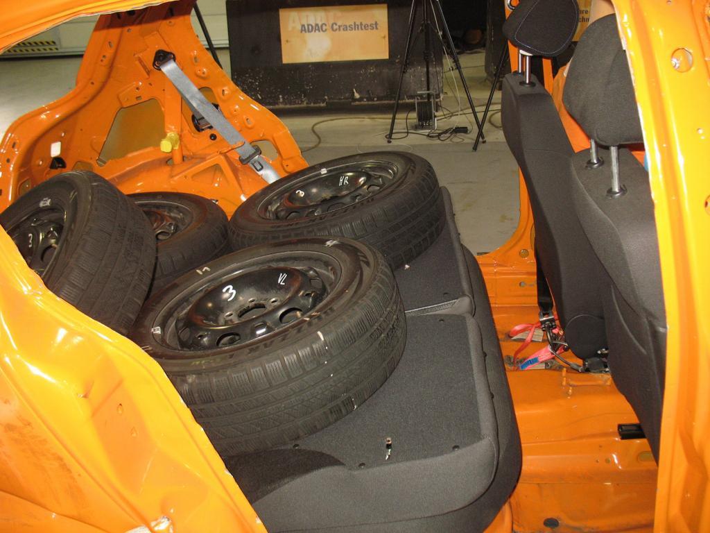 Lose hingelegt, werden die Reifen zu gefährlichen Geschosse