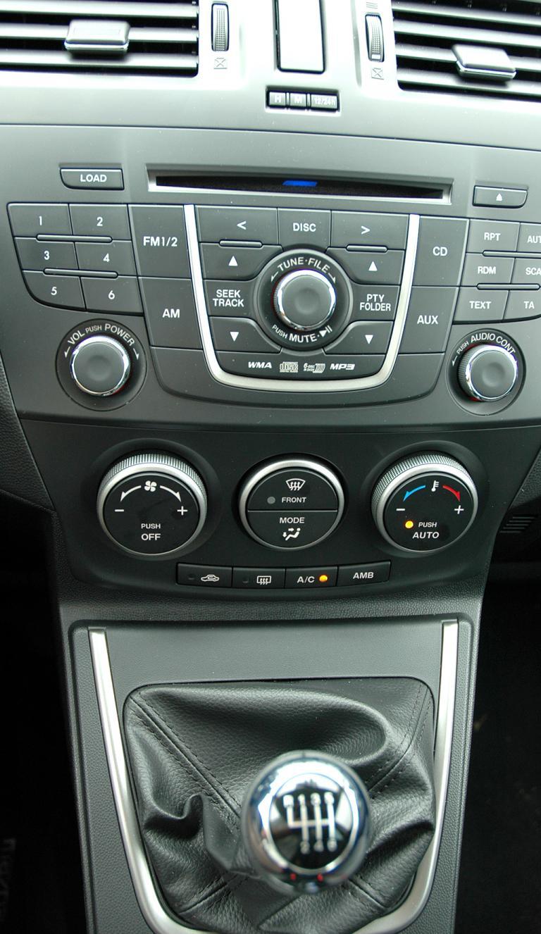 Mazda5: Blick auf den mittleren Armaturenträger.