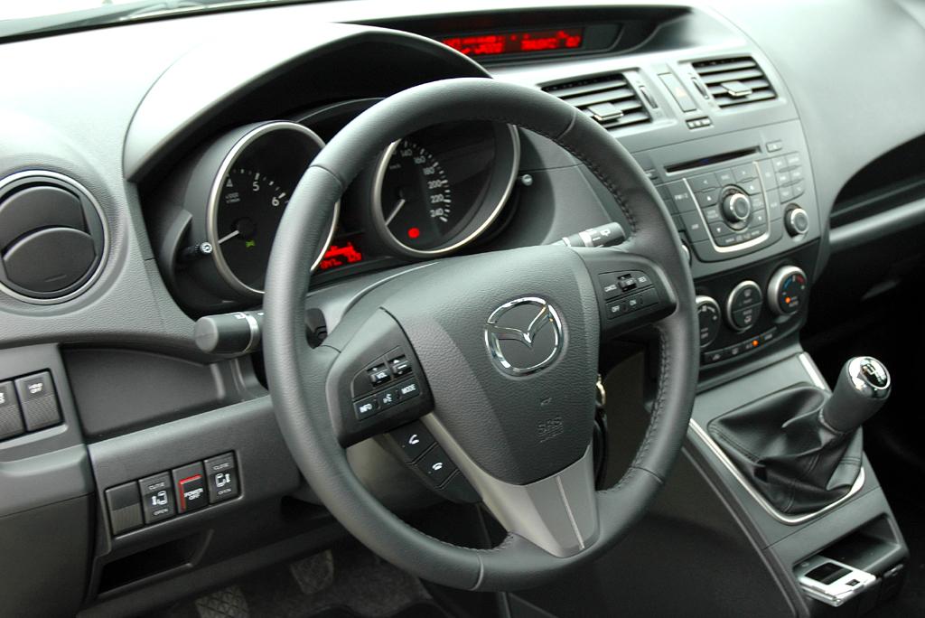 Mazda5: Blick ins Cockpit.