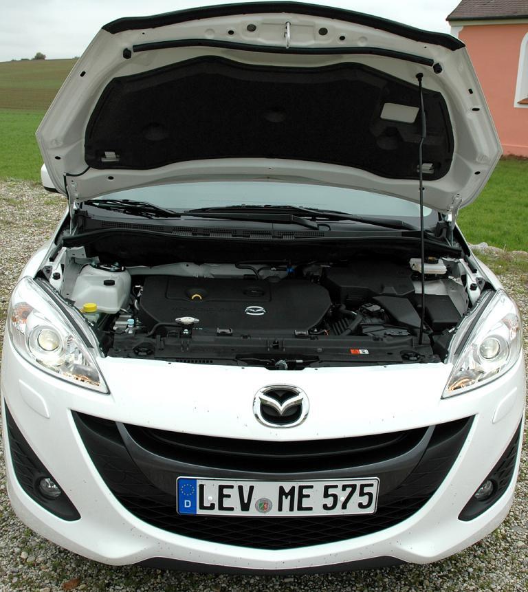 Mazda5: Blick unter die Motorhaube.