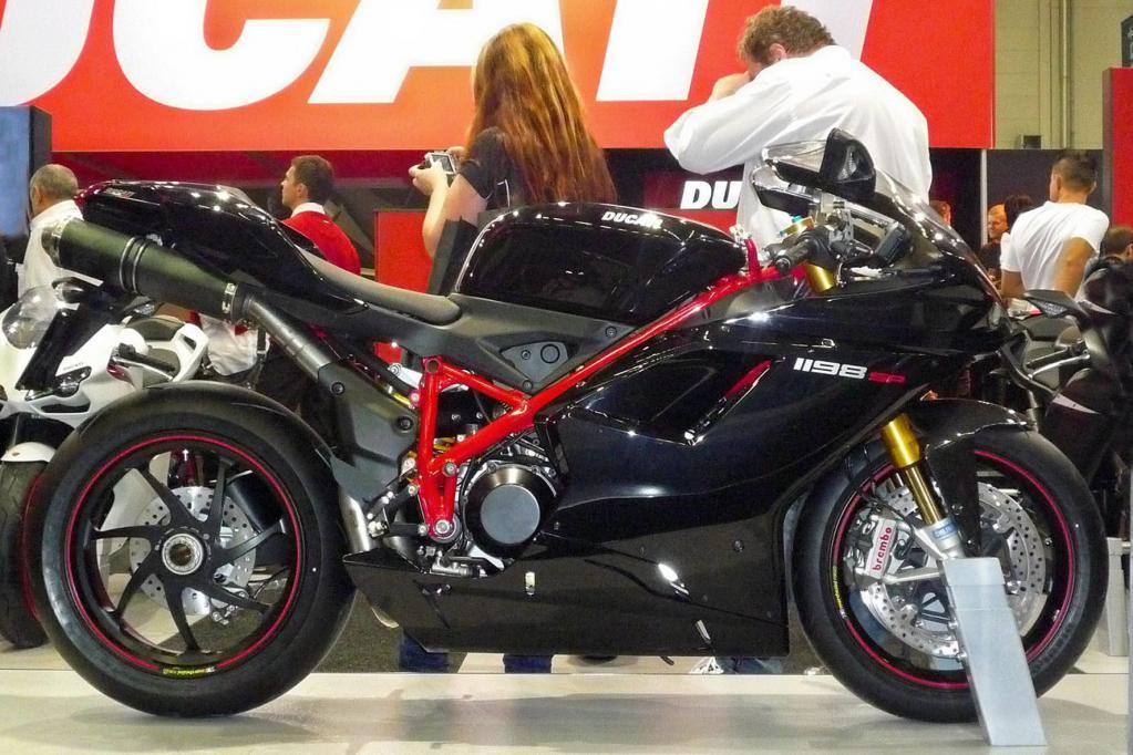 Mit Technik aus dem Rennsport zeigt sich die Ducati 1198 SP.
