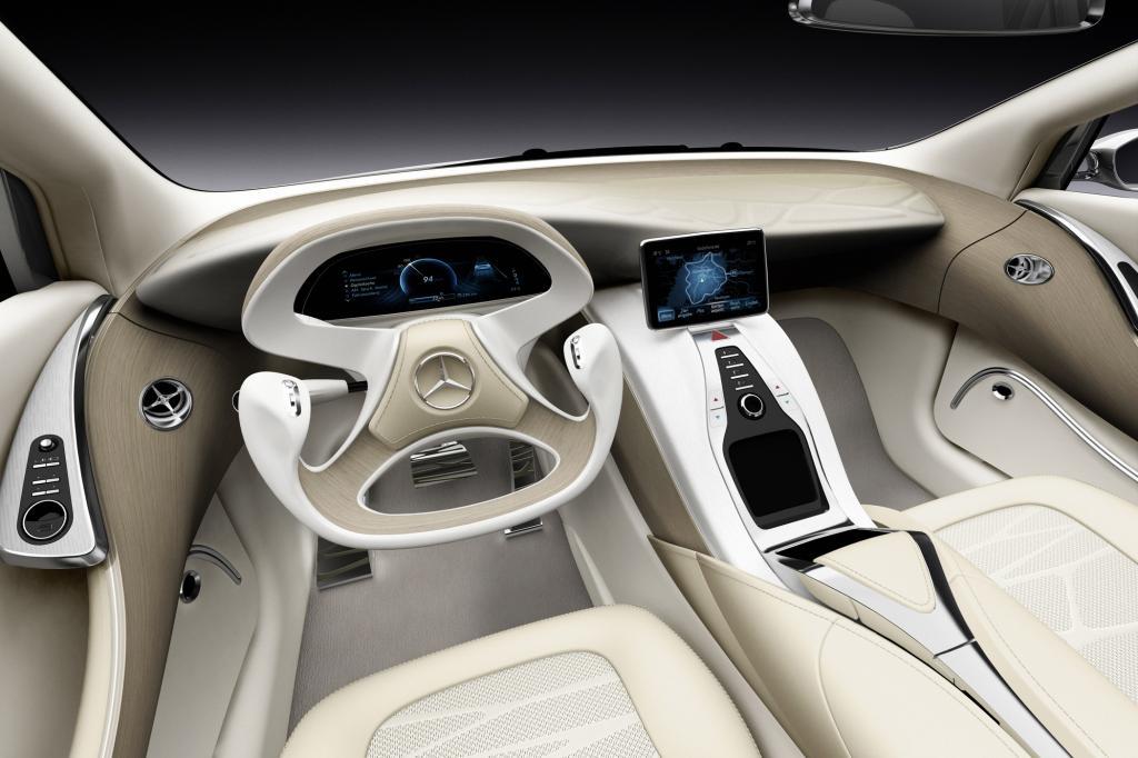 Nicht nur futuristisch, sondern auch ergonomisch: Das Cockpit des F800 Style