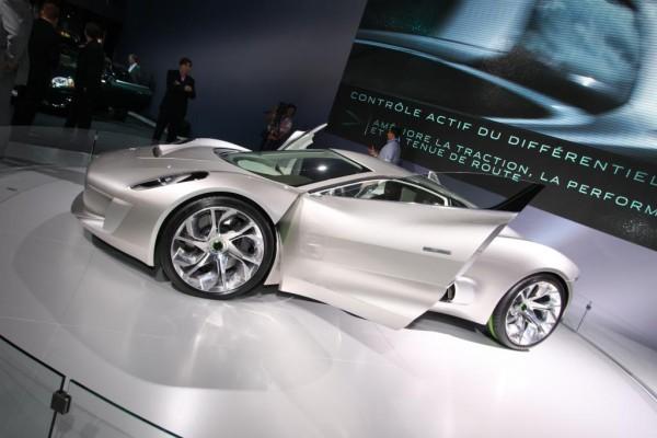 Paris 2010: Beim Jaguar C-X75 laden kleine Turbinen die Batterien auf