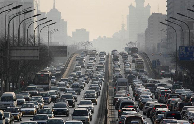 Peking braucht einen Parkplatz so groß wie Paris