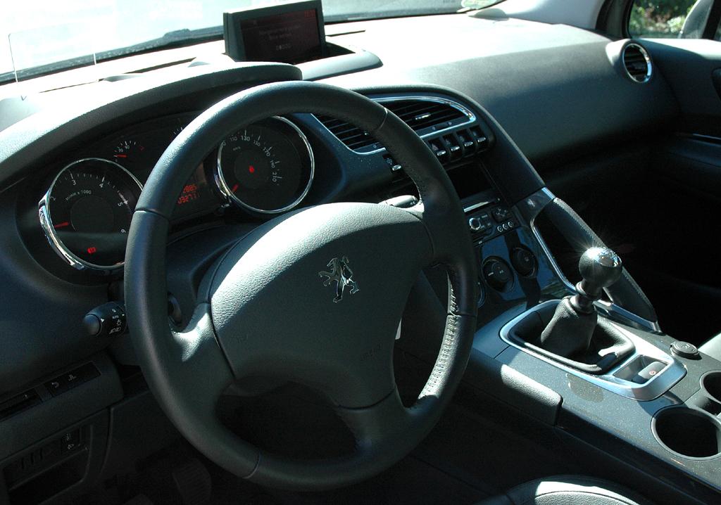 Peugeot 3008: Blick ins Cockpit generell.
