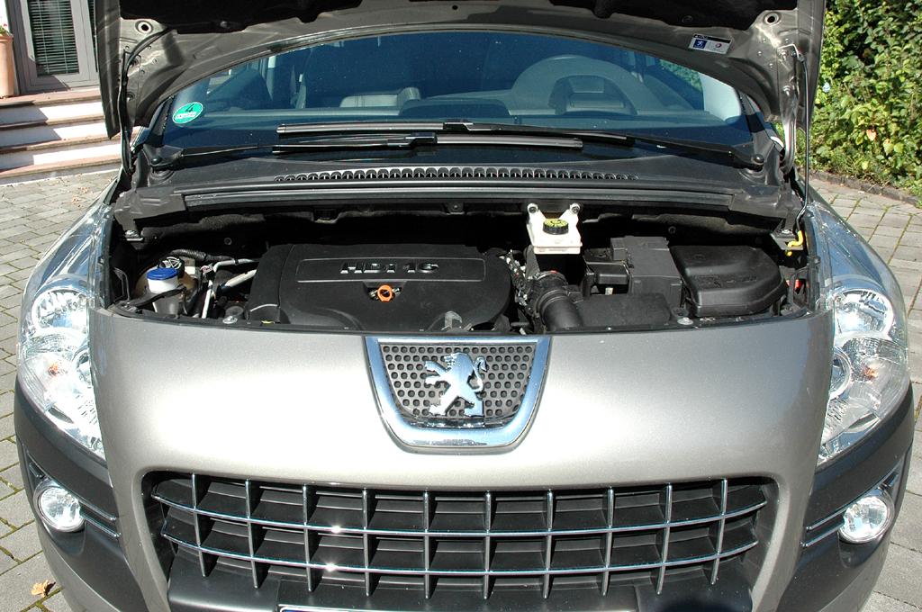 Peugeot 3008: Blick unter die Motorhaube des 2,0-Liter-Vierzylinder-Selbstzünders.