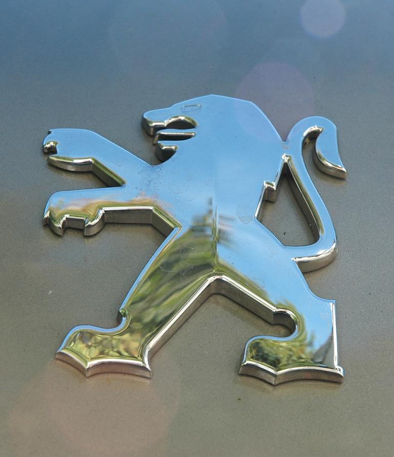 Peugeot 3008: Das Markenemblem ist der Löwe.