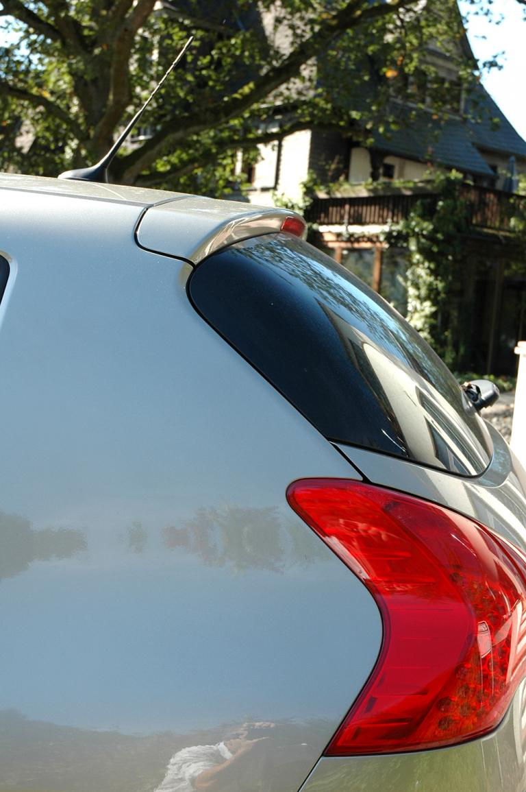 Peugeot 3008: Die Linienführung geht auch am Heck in eine gefällige Form über.