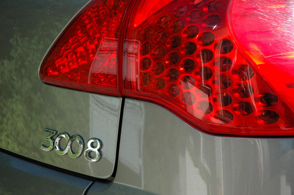 Peugeot 3008: Moderne Leuchteinheit hinten mit Modellschriftzug.