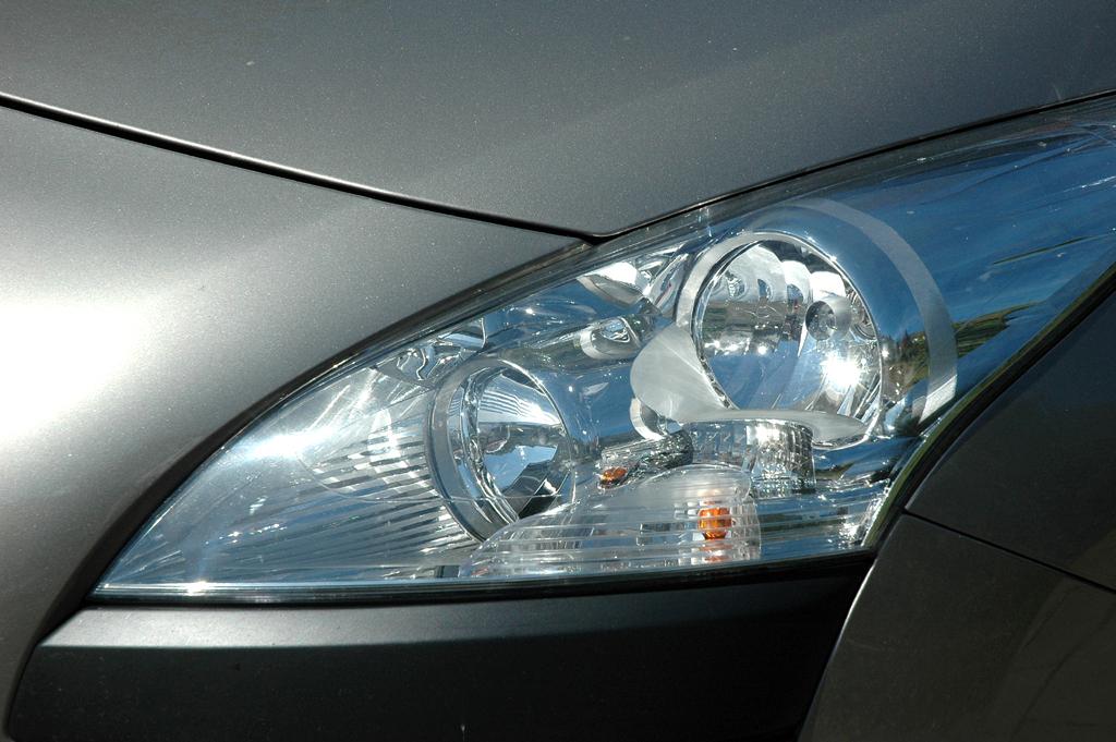 Peugeot 3008: Moderne Leuchteinheit vorn.