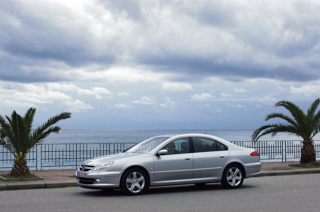 Peugeot 607.