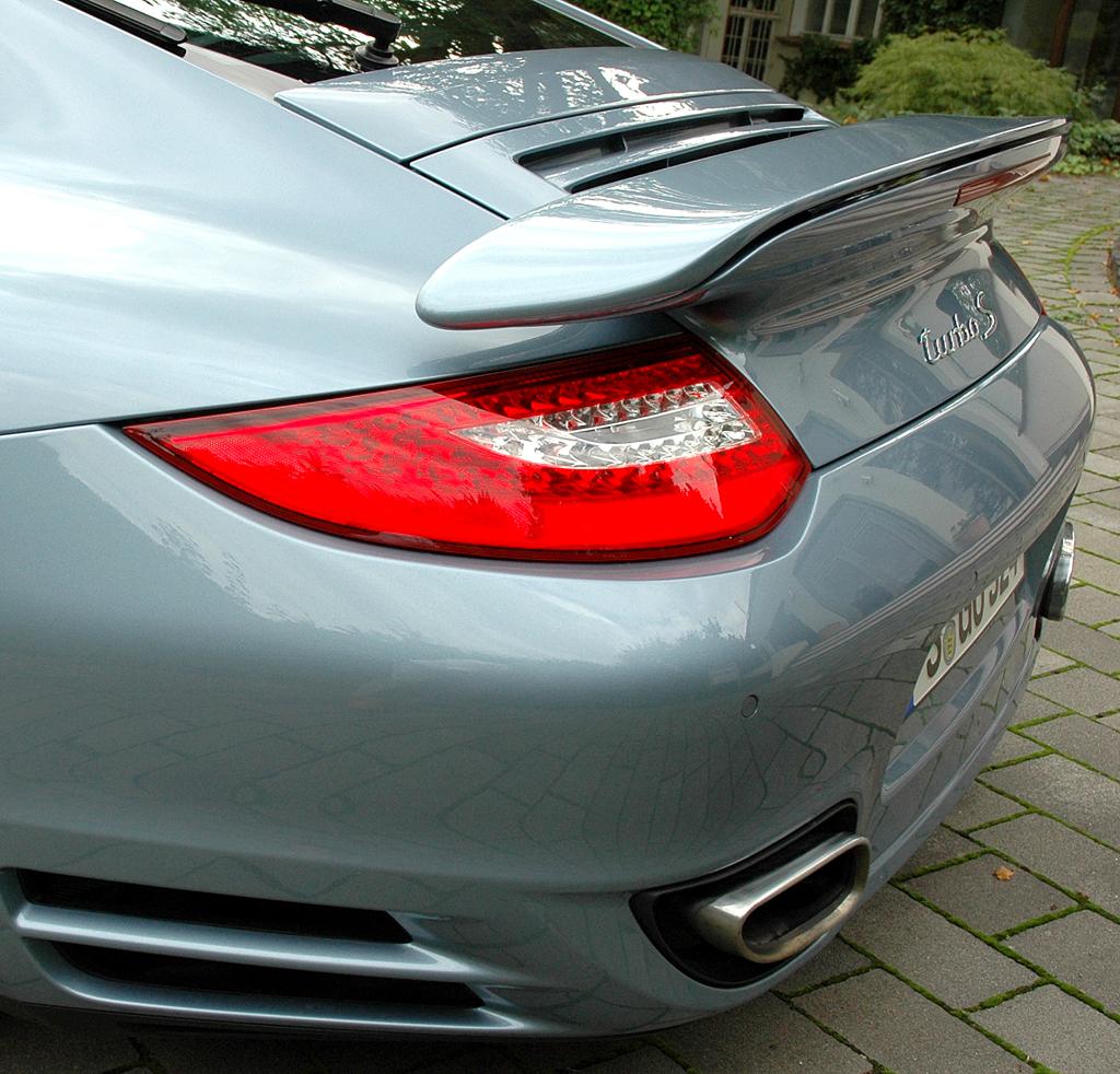 Porsche 911 Turbo S Coupé: Der Heckspoiler sorgt bei dem Heckantriebler für noch mehr Anpressdruck hinten.