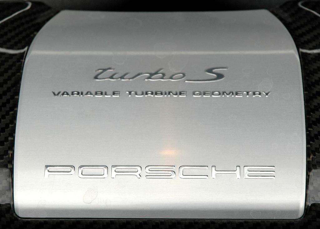 Porsche 911 Turbo S Coupé: Der Sechszylinder verfügt über variable Turbinen-Geometrie.