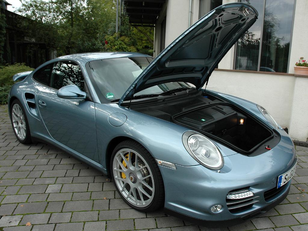 Porsche 911 Turbo S Coupé: Gut 100 Liter Gepäck passen in den Stauraum vorn hinein.