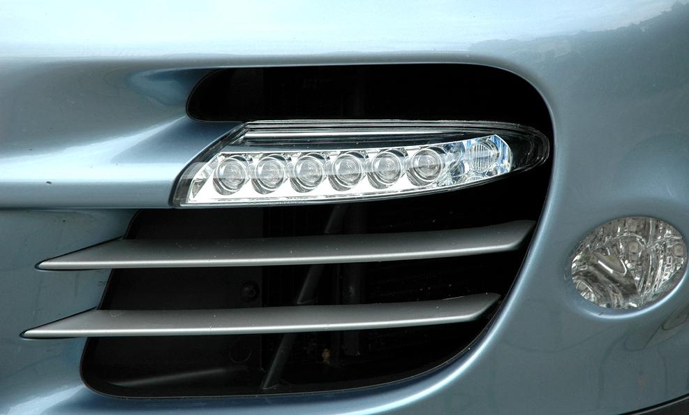 Porsche 911 Turbo S Coupé: LED-Leiste im seitlichen Lufteinlass vorn.