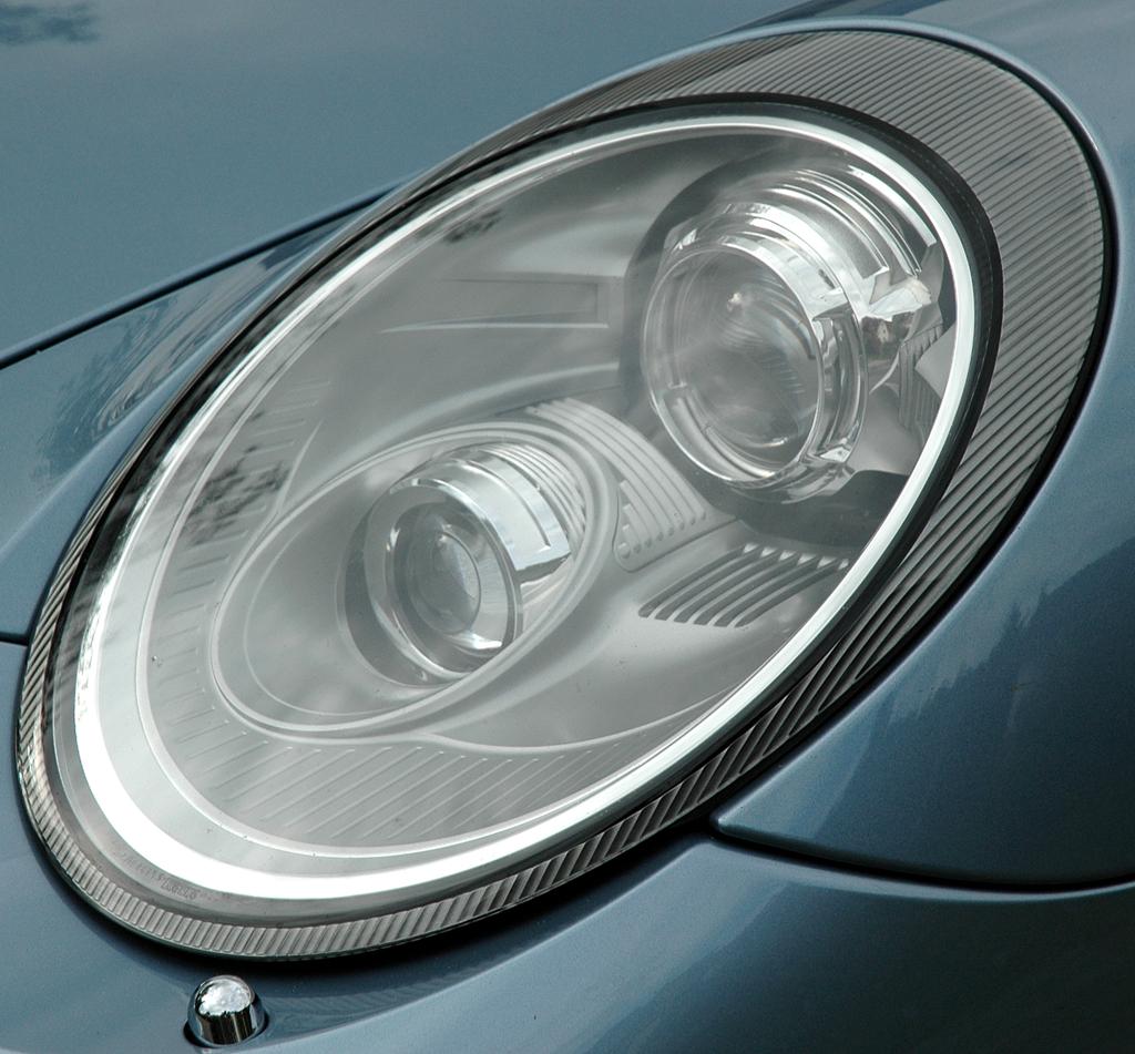 Porsche 911 Turbo S Coupé: Moderne Leuchteinheit vorn.