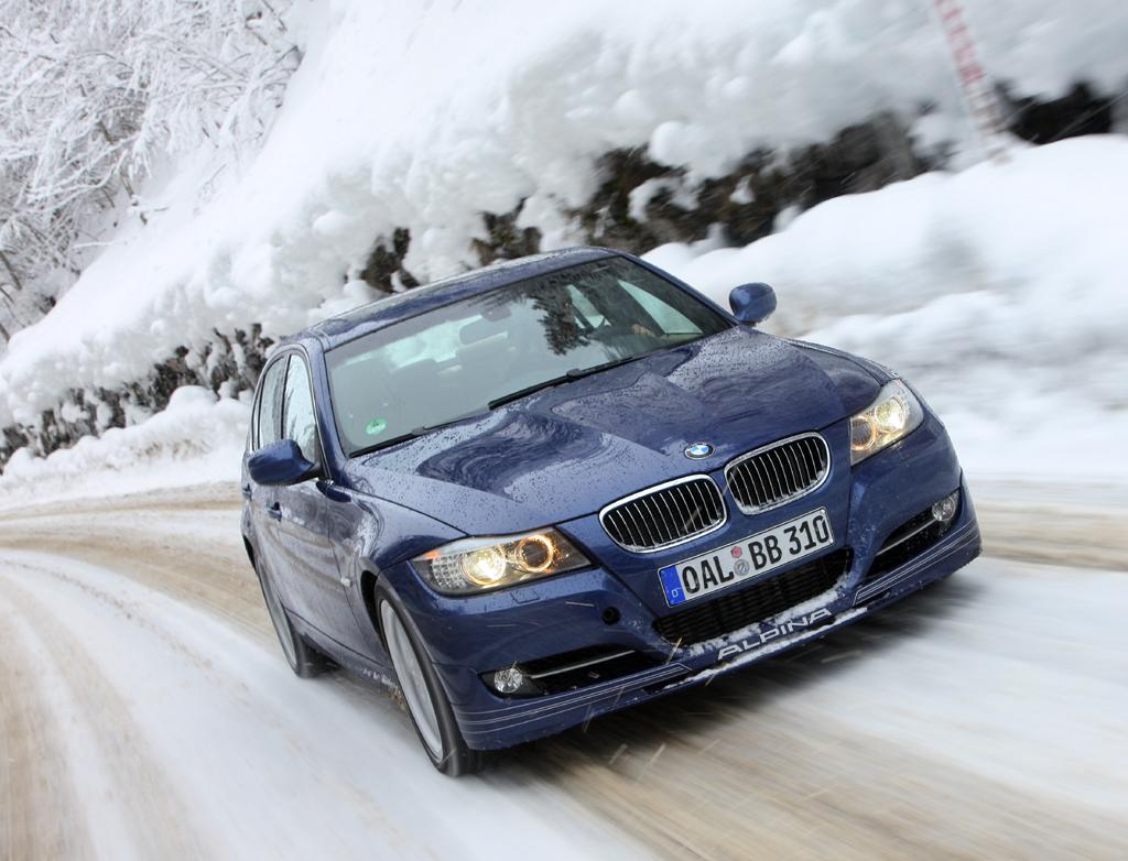 Richtige Reifen sind bei winterlichen Fahrten besonders wichtig.