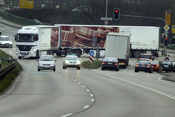 Riesen-Lkw - Truck-Monster oder Verkehrs-Retter?