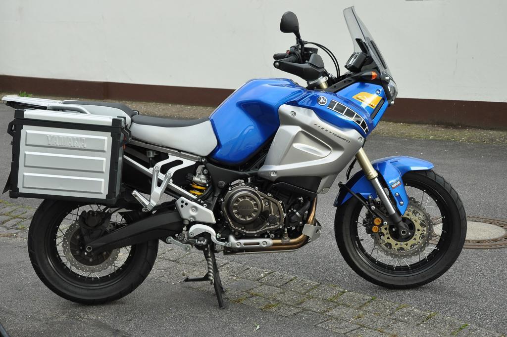 Serienmäßig erhält die Yamaha zwei Alukoffer