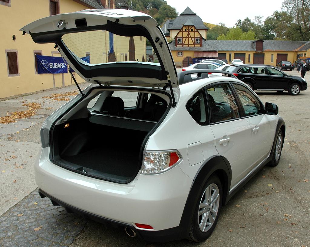 Subaru Impreza XV: Bei geöffneter Kofferraumklappe.